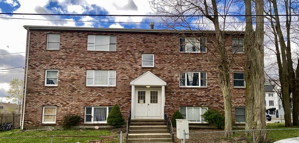 **** First Showings April 29, 2021 4-6pm****Attention investors!!! This 3rd floor condo features 2 bed 1 bath eat in kitchen and living room . The building has coin operated laundry and off street parking . This unit could be sold as a package with units (A) Mls 72819032 AND (F) Mls72819035 as package deal. BRING YOUR OFFERS