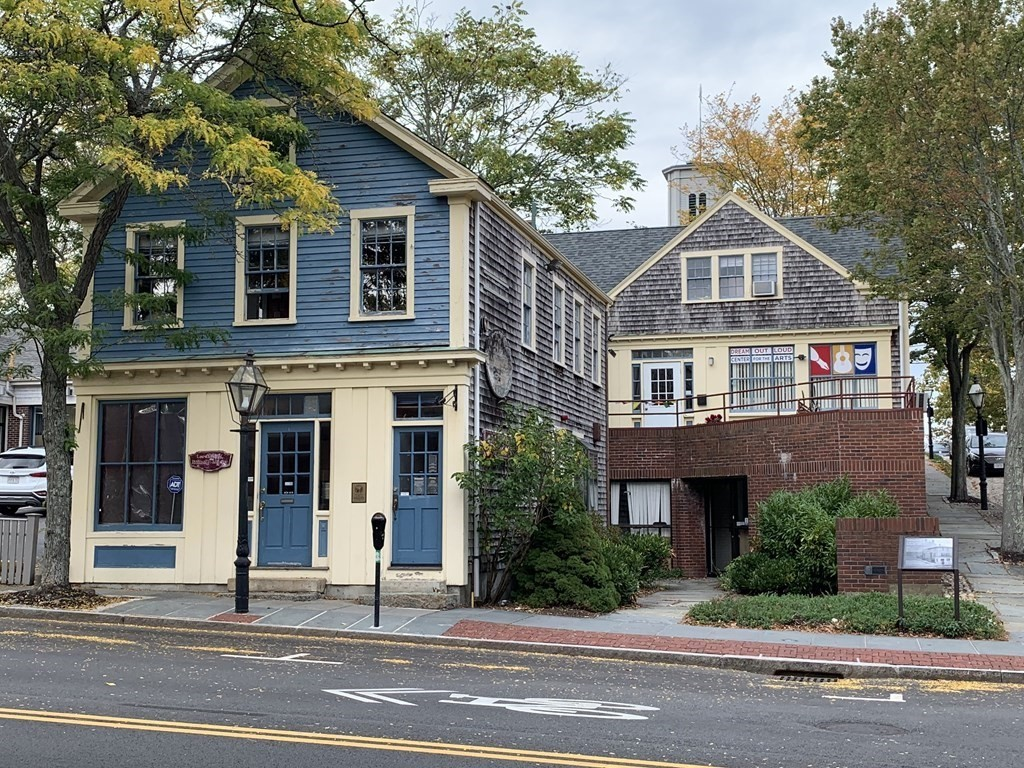 Prime, four-unit retail/office building on the corner of Union and Johnny Cake Hill, directly across from the Whaling Museum.  Over 4,000 square feet with heavy traffic on a prime corner in Downtown New Bedford...