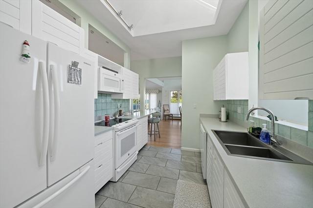 18 Bay Avenue Duxbury MA 02332