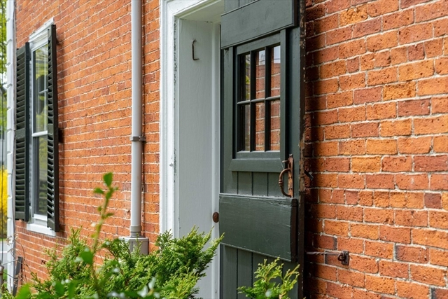 16 Middle Street Hingham MA 02043