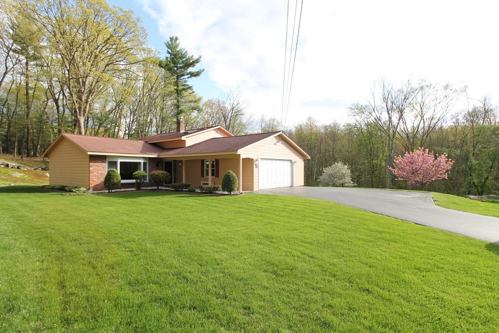 Photo of 14 Green Valley Dr Chelmsford MA 01824