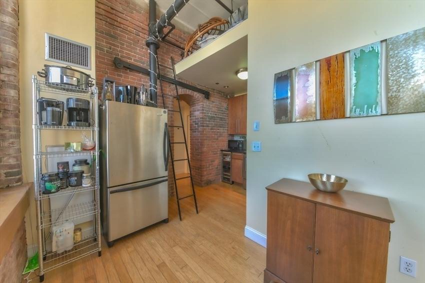 314-330 W 2nd St, Boston, MA Image 15