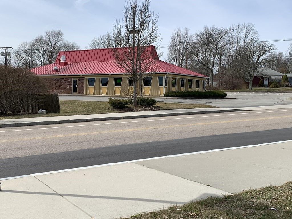 For Sale, well maintained prior pizza hut restaurant located on a corner lot in Somerset.  Ideal property for medical, day care, office, retail or restaurant uses.