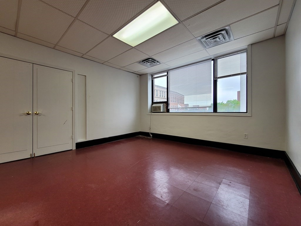 Office space located downtown across from the new district court house ideal for any Business. Office is located on second floor with beautiful common areas, window a/c, and common area restrooms. Electric, and Heat included in rental price.