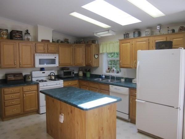 7402 Island Drive Middleboro MA 02346