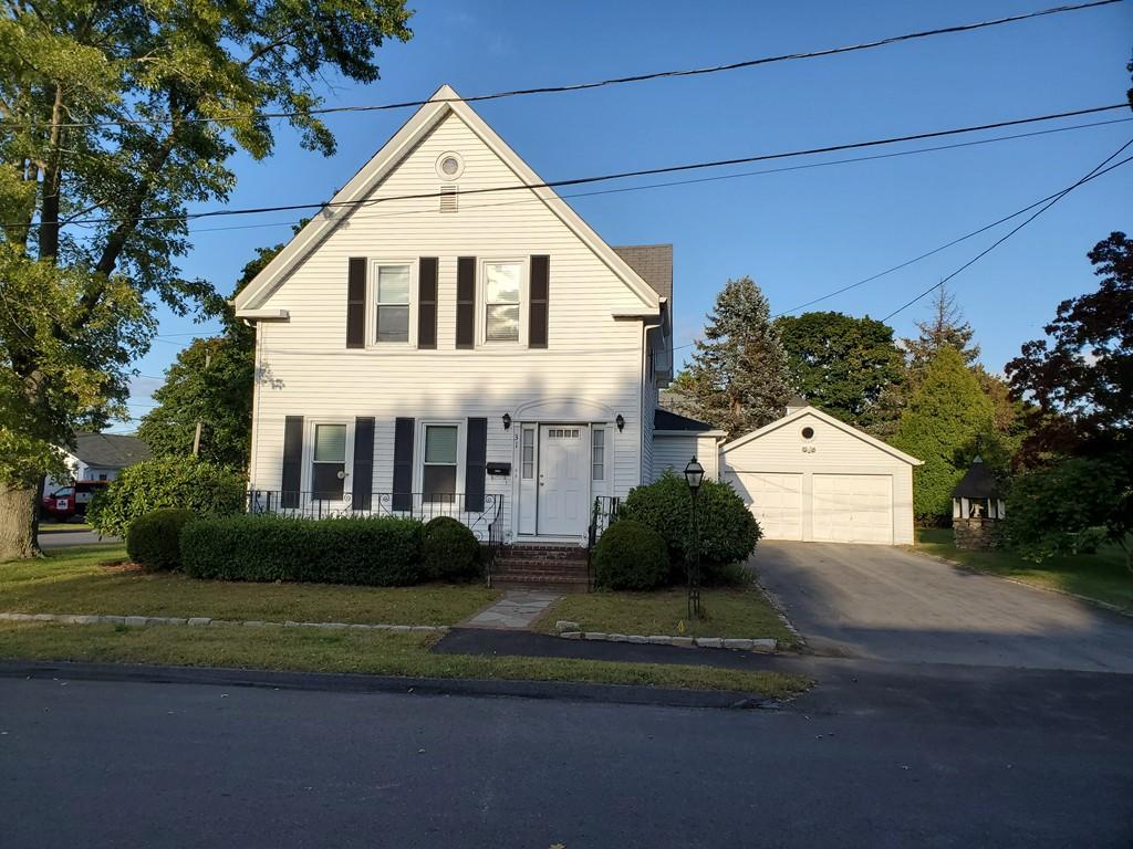 31 Landry St, Franklin, MA 02038