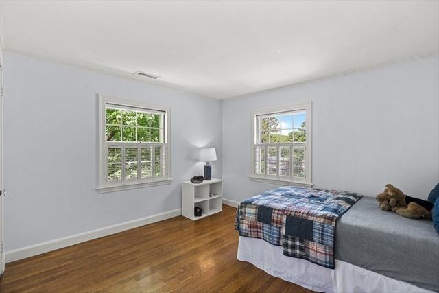 10 Lincoln Circle Wellesley MA 02481
