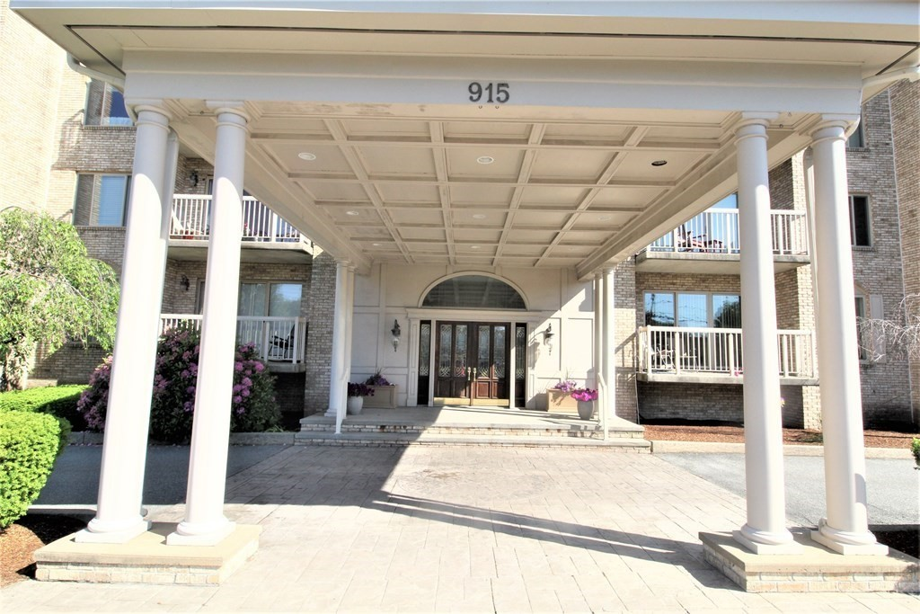 A beautiful, clean and well-kept condo complex in a nice quiet neighborhood on the Dartmouth/New Bedford town line. This complex has all the amenities of an elegant hotel--professionally landscaped grounds, large outdoor patio, secure gated parking area w/ security cameras. It has a large lobby with a fireplace to relax and read a good book. There is also an exercise room / gym, large heated indoor swimming pool + jacuzzi with shower area. A nice banquet room with kitchen, additional storage space on lower level, elevator, private balcony, in-unit laundry and a trash shoot for easy garbage removal. The unit contains a U-shaped kitchen that leads to a spacious open floor dining and living room area with sliding door to a 13' wide private balcony. Close to restaurants, shopping, highway and more.