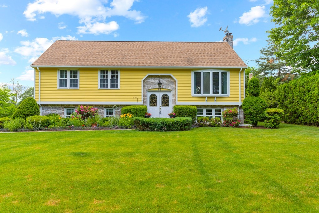 86 Lakeview Rd, Mansfield, MA 02048