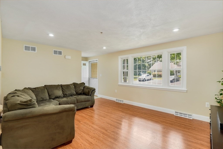17 Meetinghouse Rd, Acton, MA Image 4