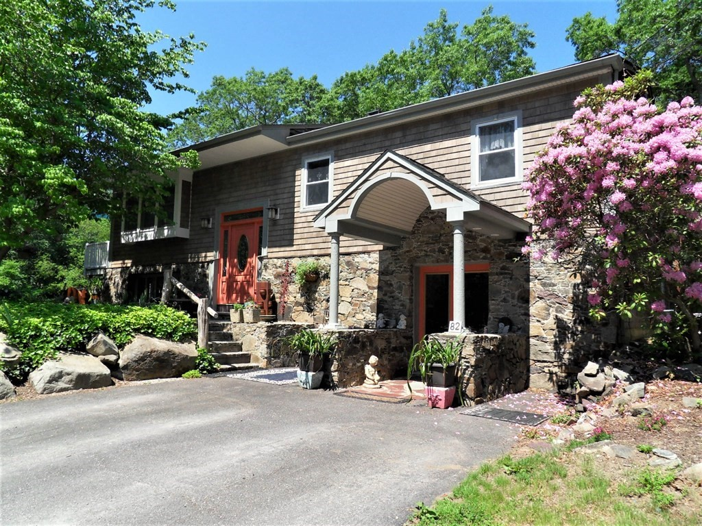 82 Rocky Hill Rd, Rehoboth, MA 02769