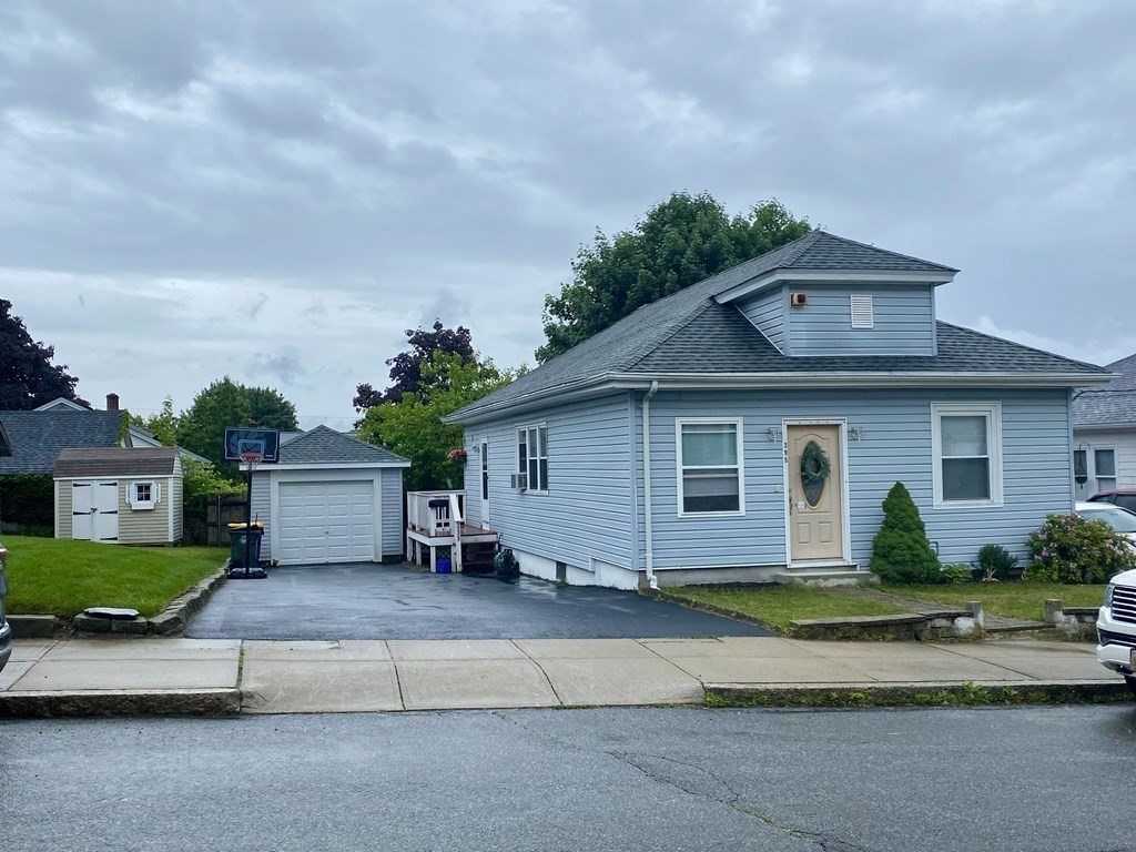 Ranch style home with open layout. 3 bedrooms,1 bath. Beautiful hardwood floors throughout. Off street parking with 1 car garage. 1st Showing at Open House Saturday, June 19th  11:00-12:30. Call for an appointment.