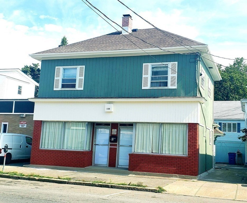 Don't miss out on a great opportunity, This commercial space in prime Fall River location, Perfect location for retail, hair /nail parlor, restaurants, church, pharmacy or office !!! Easy access to Hwys , NNN lease. Additional space available in basement .Showings must follow CDC    Covid-19 guidelines and safe social distance.