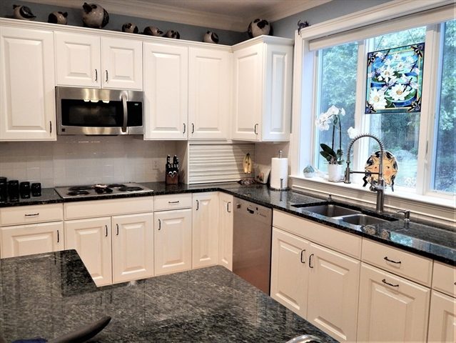 325 COUNTRY HILL Drive Dighton MA 02764