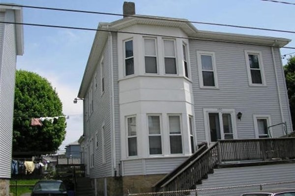 Oversized Apartments with lead certification on the second floor. Exterior Maintenance free.