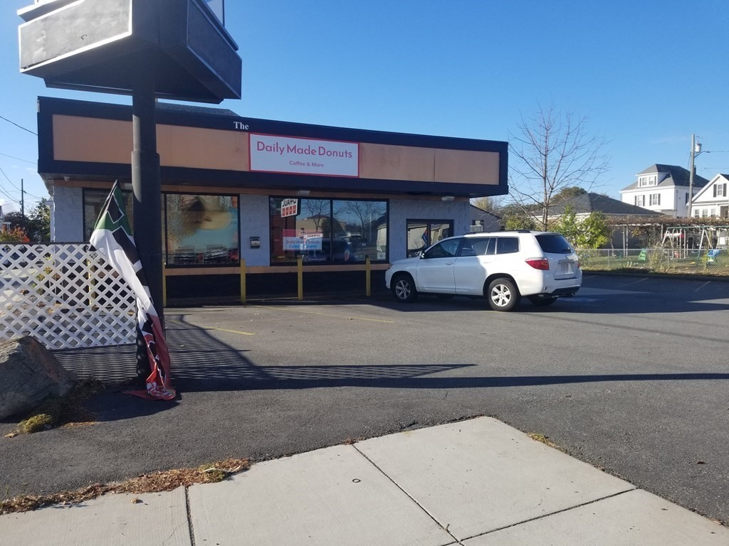 Excellent and ideal business location with high visibility and traffic!  5 year lease in place for $60,000/year income. Parking for 15 cars plus a drive through.