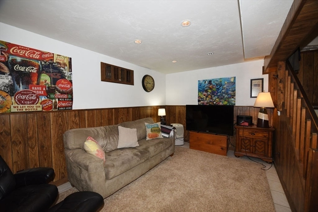 8 Treetop Lane Kingston MA 02364