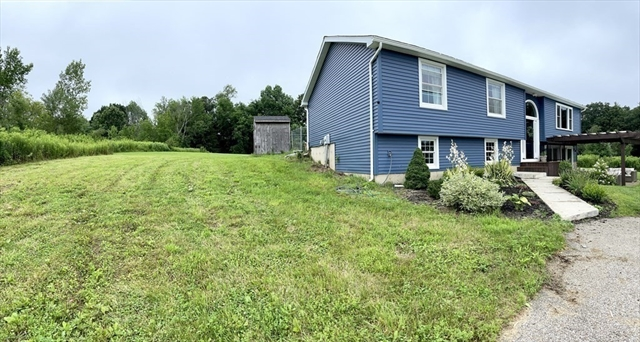 113 Young Road East Brookfield MA 01515
