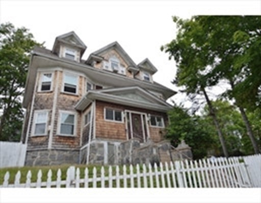 6 Beds, 3 Baths home in Boston for $789,000