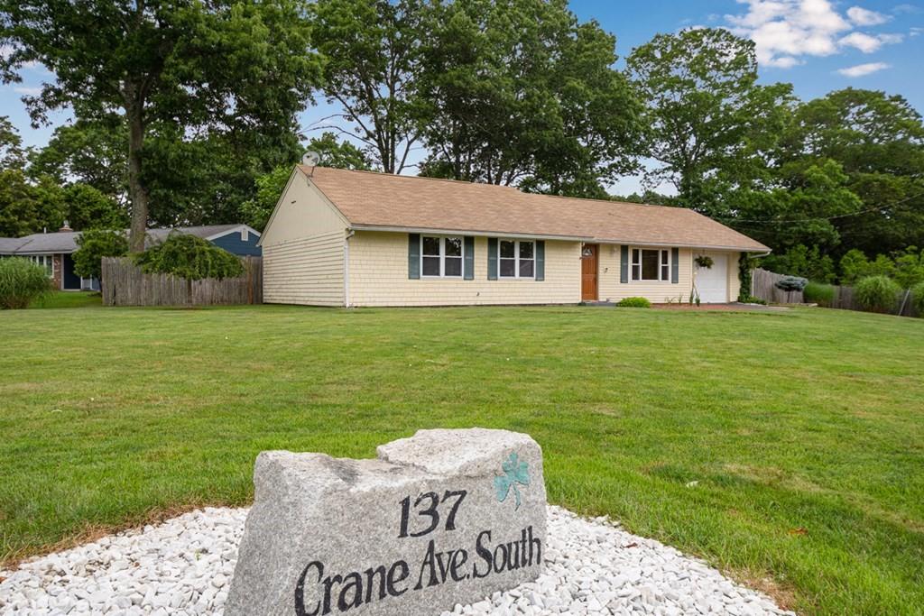 137 Crane Ave S, Taunton, MA 02780