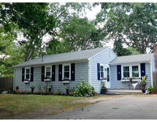 18 Sycamore St, Barnstable, MA 02601