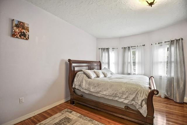 17 Roxbury Street Worcester MA 01609