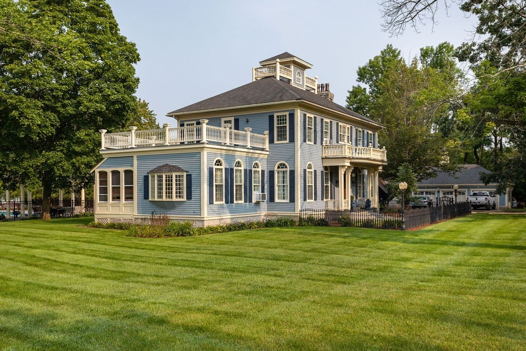 667 Grove St, Worcester, MA 01605