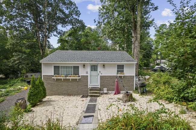 7 Carrie Street Lakeville MA 02347
