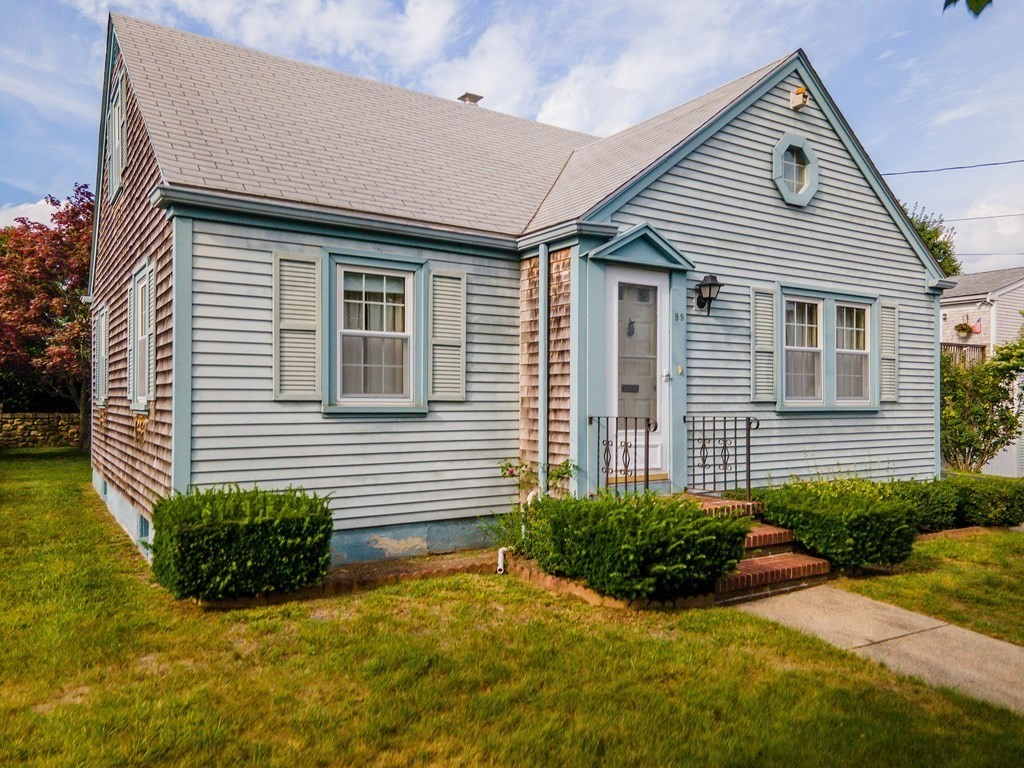 Come take a  look at this quaint Cape in the far north end of New Bedford, this home offers three bedrooms and a  nice eat in  kitchen that leads out to a mudroom,nice back yard and a one  car garage .