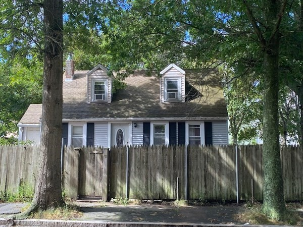Conveniently located close to schools, highways, shopping, restaurants and beautiful harbor walk. Property does need some TLC, but does have a comfortable layout great for growing family on a big lot & great for entertaining. Price to sell.