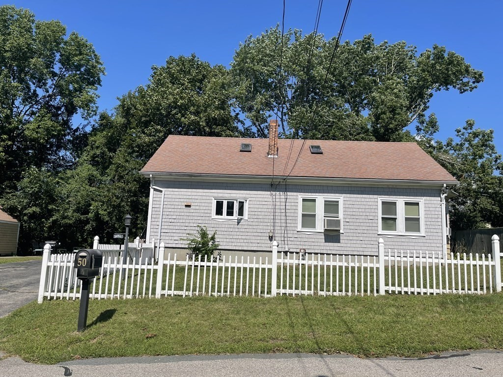 Great opportunity to own your own home and get help paying mortgage with in in law set up upstairs and just have 2 bedrooms downstairs. Home is on a nice lot on a dead end street with a 1 car garage. Home needs TLC but great opportunity!