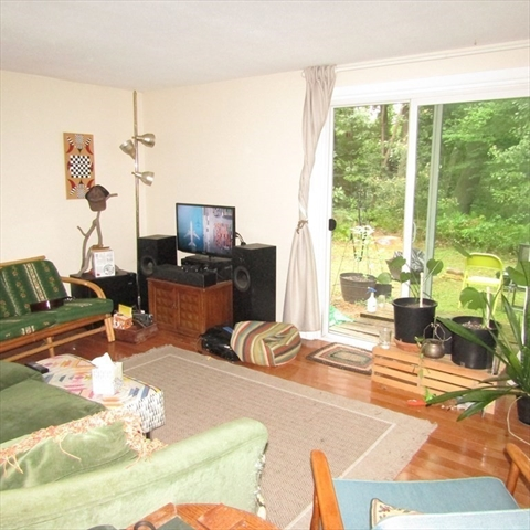 25 Hickory Lane Amherst MA 01002