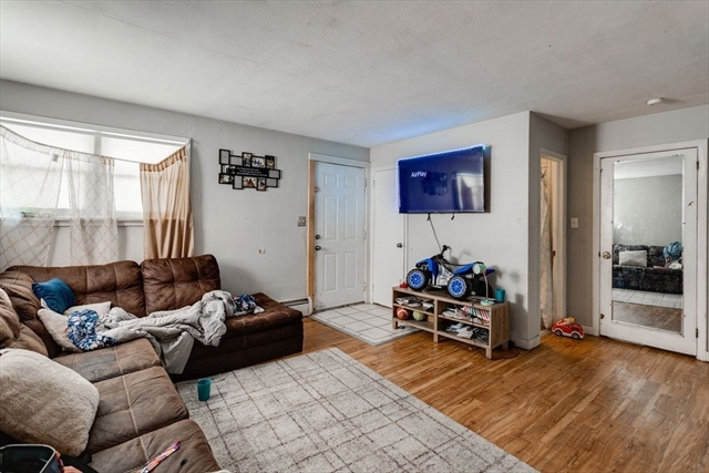 6 Holcombe Street Worcester MA 01604