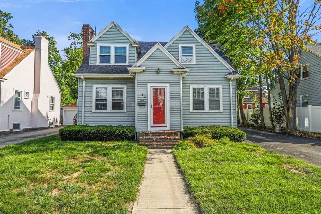 12 Forest St, Attleboro, MA 02703