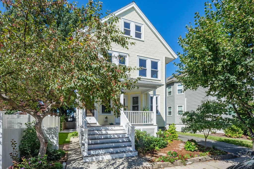 32 Kenmere Rd 32, Medford, MA 02155