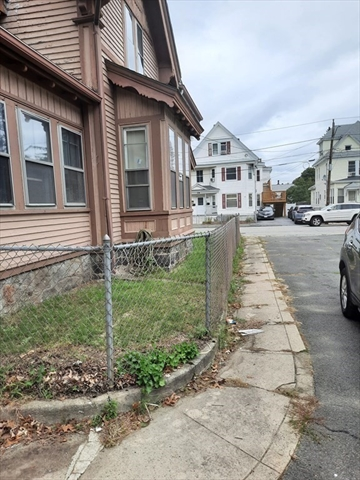 25 Dorchester Street Lawrence MA 01843