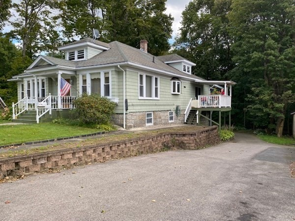 23 Colonial Road Worcester MA 01602