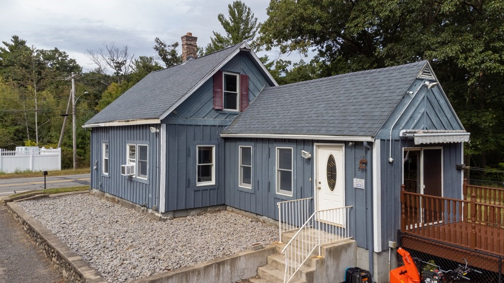 27 Worcester Rd, Sterling, MA 01564