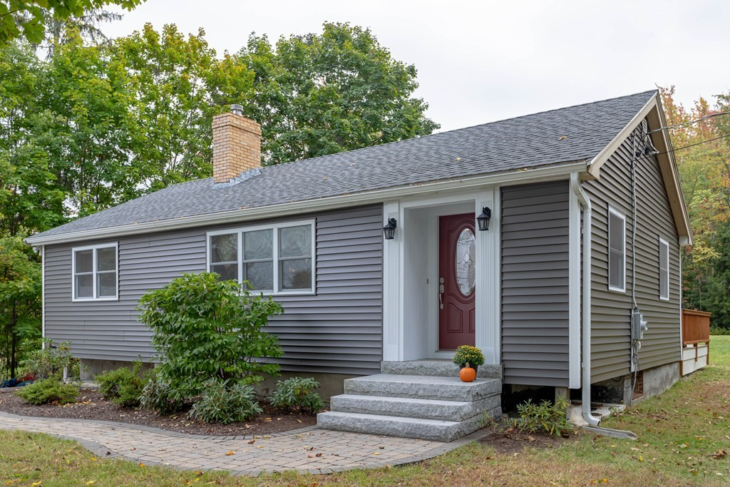 107 Clinton Rd, Sterling, MA 01564