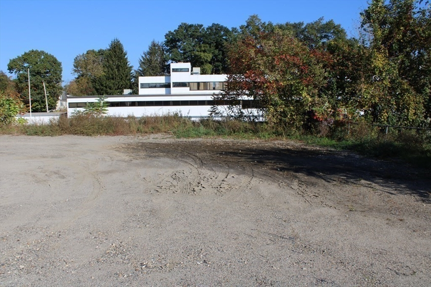 121  1/2 wells, Greenfield, MA Image 38