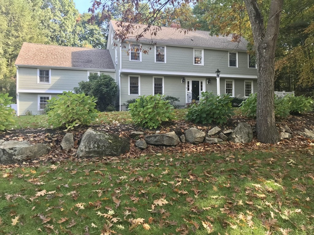 19 Pleasant Heights Dr, Easton, MA 02356